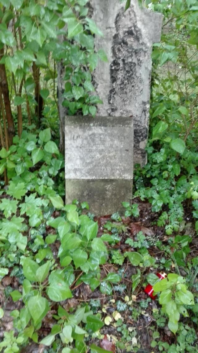 Wessen Grabstein sehen wir hier?